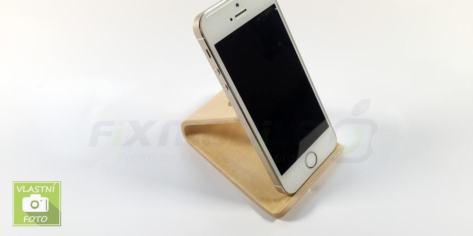 Dřevěný stojánek iPhone